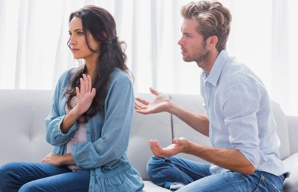 How to Avoid Bothering Your Busy Boyfriend
