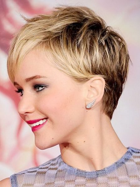 textured pixie short hairstyles for round faces