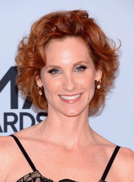 ultra shiny curled hairstyles for women over 40