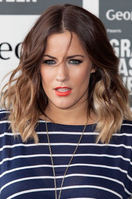 wavy bob with dip-dye highlights short hairstyles for women