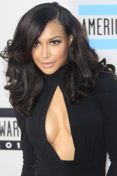 Voluminious black hairstyle with side bangs Black Hairstyles with Bangs