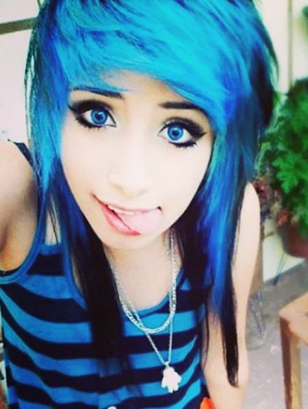emo layers with blue crown emo hairstyles for girls
