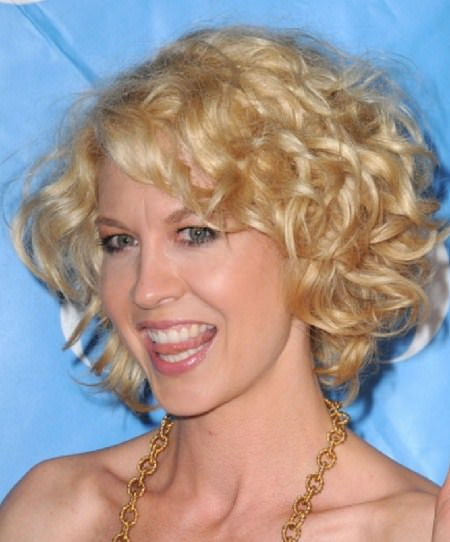 short blonde hairstyles for curly hair