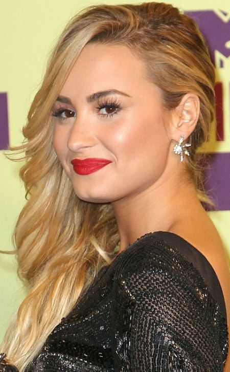 side downdo with textured curls celebrity looks with long blonde hairstyles
