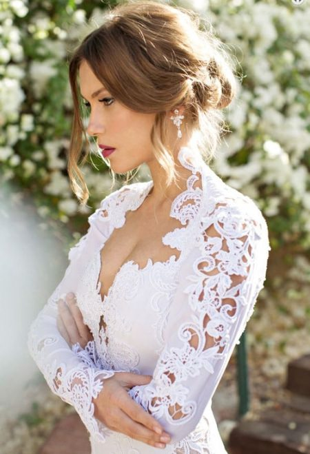 tender breeziness of your loose updo hairstyles for brides and bridesmaids