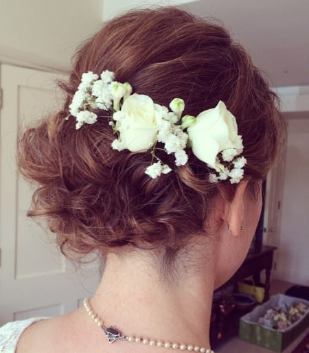 Low messy chignon for short hair stylish ideas for brides