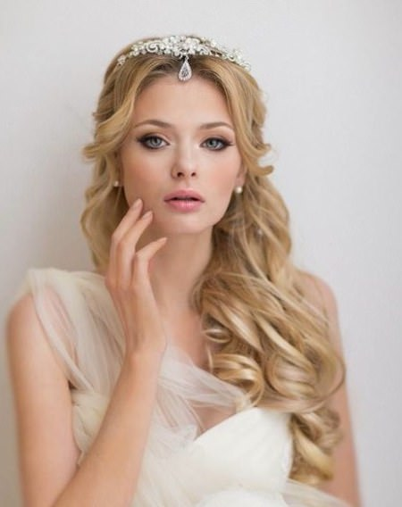 Princess like long curly hairstyle stylish ideas for brides