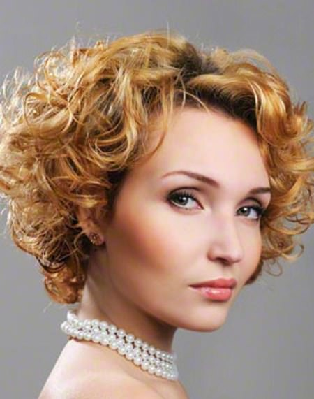 Voluminous curly bob hairstyle ideas for brides